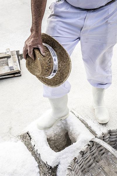 Ropa de trabajo y utiles de salinero en Añana